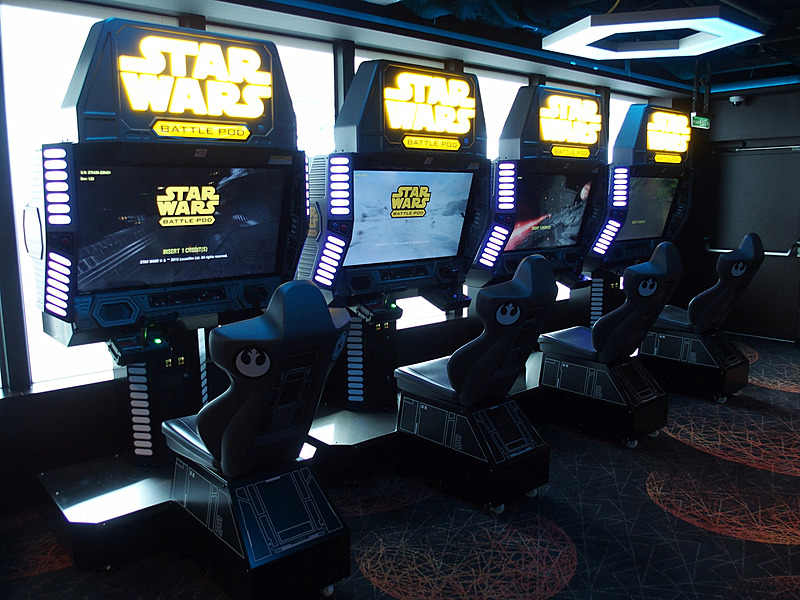 STARWARS Battle Pod/Flatscreen Editionは8台設置