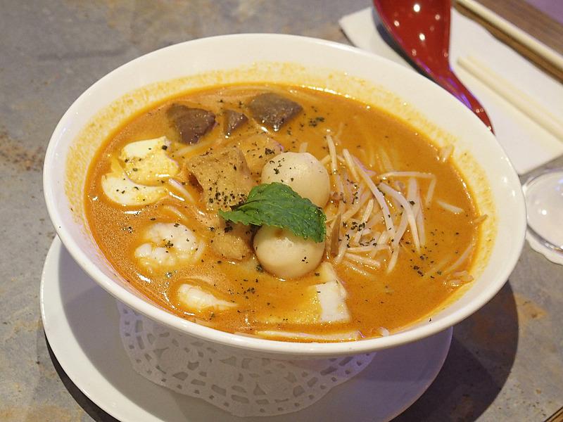 カレー麺ラクサ