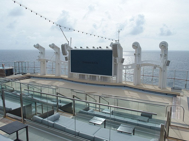 Zouk Private Party DeckからZurk Beach Clubを見下ろす