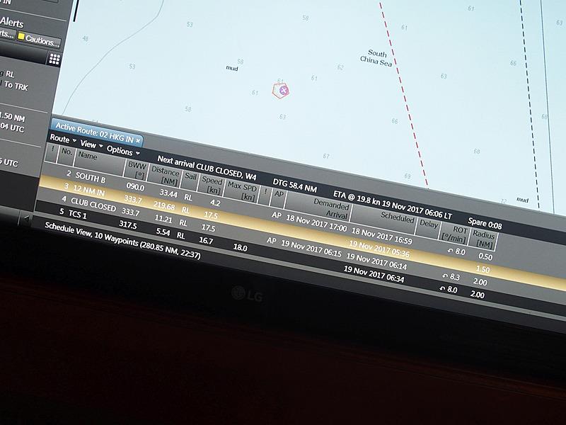 下段にあるのはAISで取得した周辺にいる艦船の動向。方位(BWW)と距離(Distance)、速度(Speed)のほかに、その船の目的地まで分かる