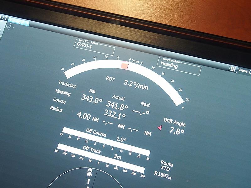 慣性航法システム「Conning」でも船首方向(Heading)と針路(Course)のずれで難航しているか否かが分かる
