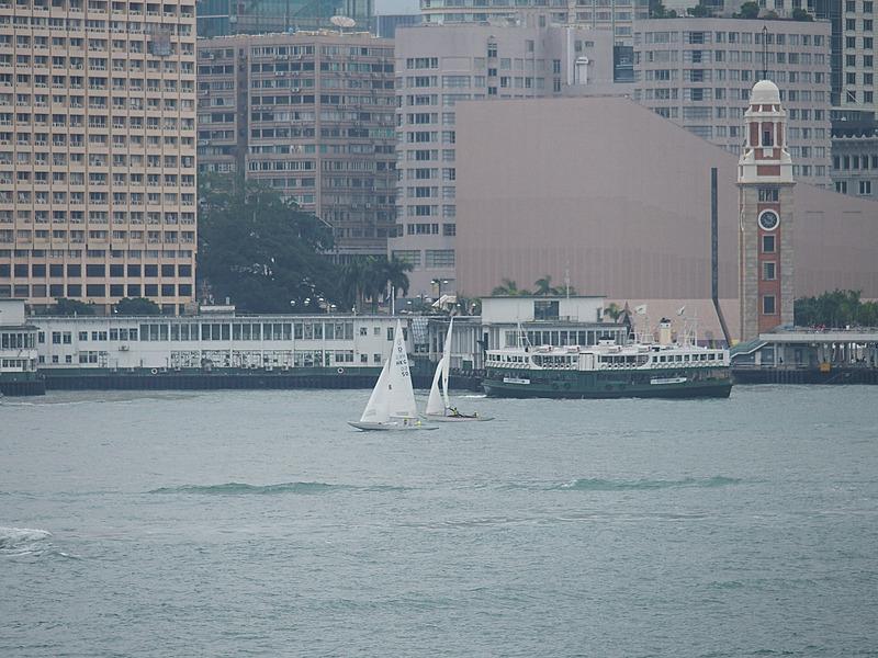 香港の港は世界でも有数の美しさで有名だ。独特の形態をした小型船舶も数多く行き交っている。船好き港好きなら、香港島にわたって海事博物館の近辺を散策して、船と港を存分に楽しんでみるのも一興だ