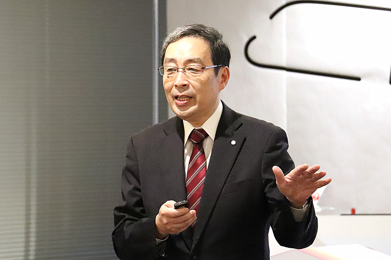 技術者の阿部和利氏が主翼を組み立てる教材とアプリについて解説