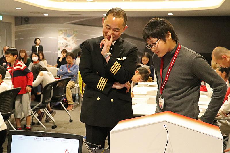 アプリの解析では機長の靍谷忠久氏や技術者の阿部和利氏がアドバイス