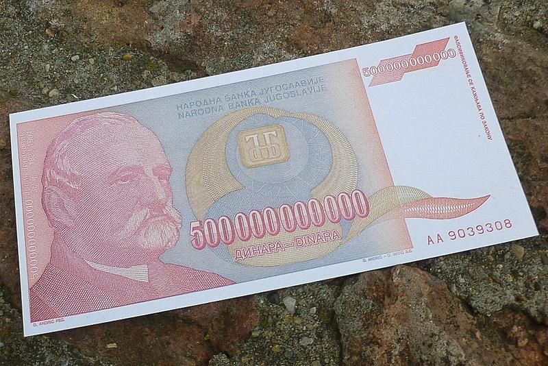 1990年代前半のハイパーインフレ時代に発行されたという最高紙幣500000000000(500億!)ディナール札のコピーをガイドさんが記念にくれました