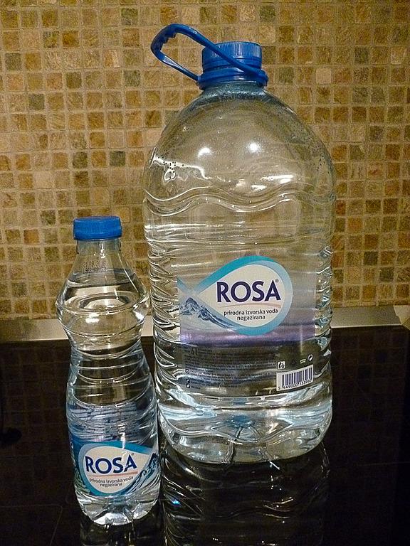 Rosaは(私がセルビア語のラベルを読み間違えていなければ)硬度55mg/Lの軟水です