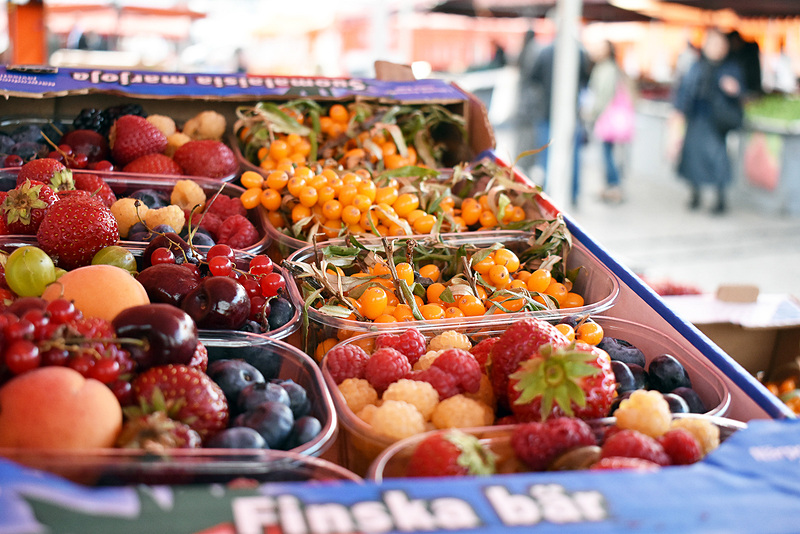 前日に1人で見て回ったマーケット、朝一番はベリー類がたくさん出揃っていてとってもステキな光景でした