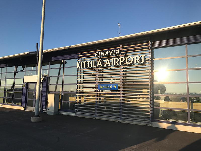 北緯67度に位置するキッティラ空港に到着