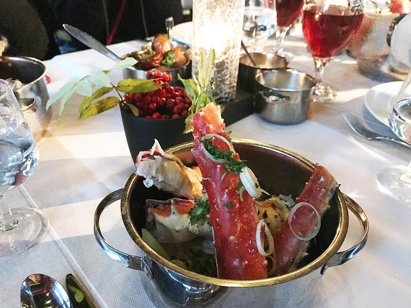 夜はホテルのすぐ近くにある「King Crab House」でシーフードディナー。まさかラップランドでカニを黙々と食べるとは思ってもいませんでしたが美味しかったです
