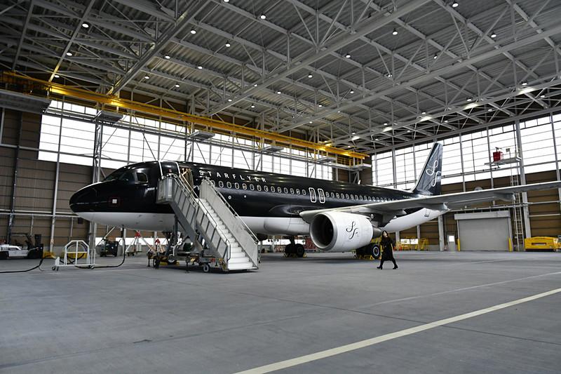 お披露目会は北九州空港のSFJメンテナンスセンターの格納庫内で行なわれた
