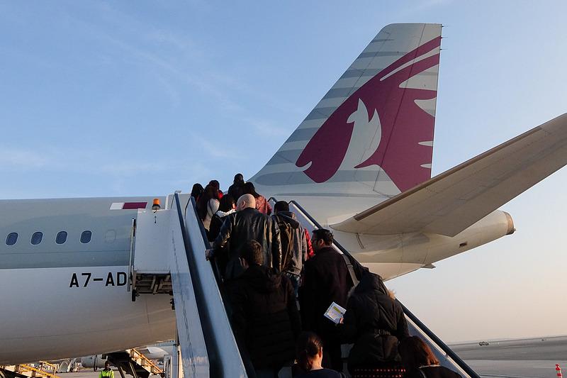ドーハからキプロスへはエアバス A321型機に乗って移動。使用機材は沖留めされており、後部ドアからの搭乗となった