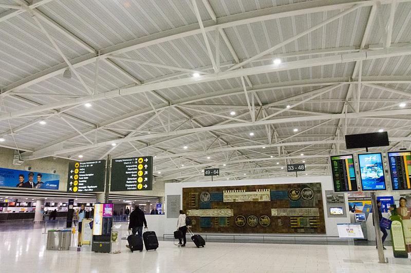 こちらはラルナカ国際空港の出発ロビー
