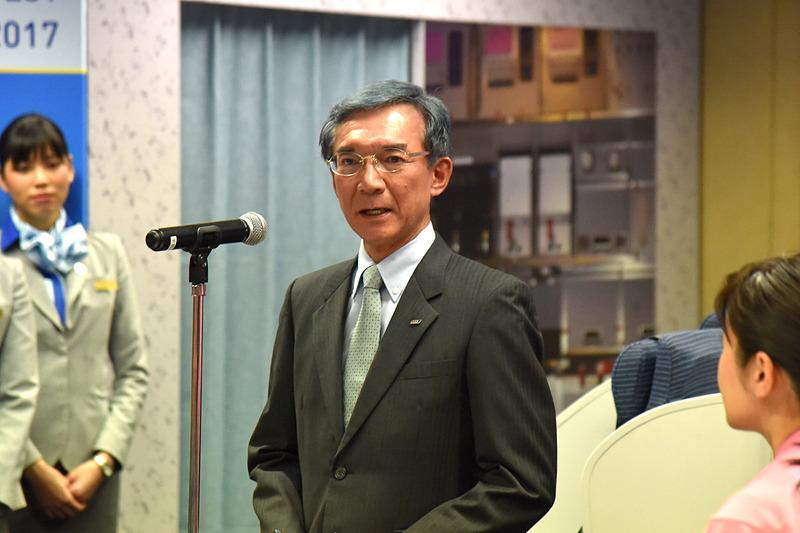 全日本空輸株式会社 取締役 常務執行役員 藤村修一氏がチーム部門の優勝を発表
