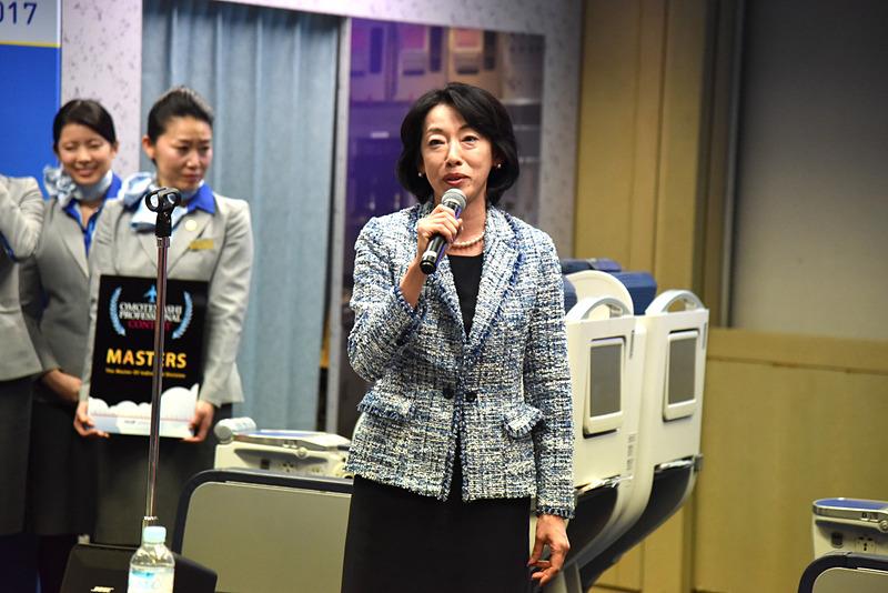 閉会式では取締役 執行役員 山本ひとみ氏がスピーチ