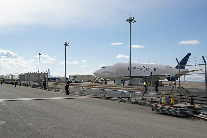ボーイング 787初号機(ZA001)とドリームリフター(747LCF)