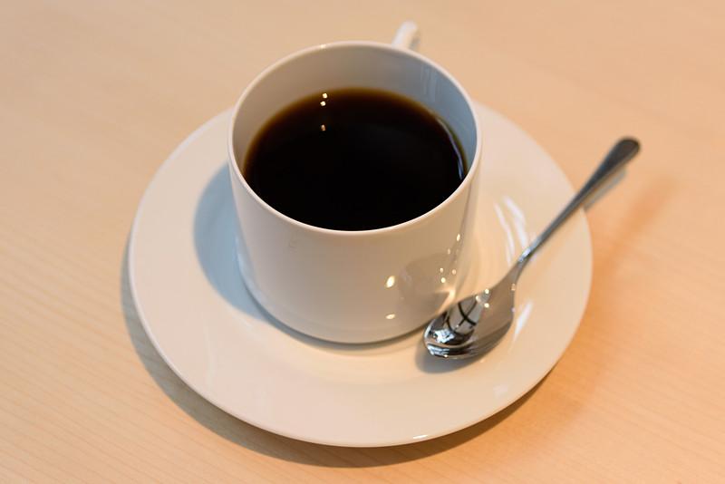 cafe&bar「つきの」。コーヒーのほかビールや日本酒もある
