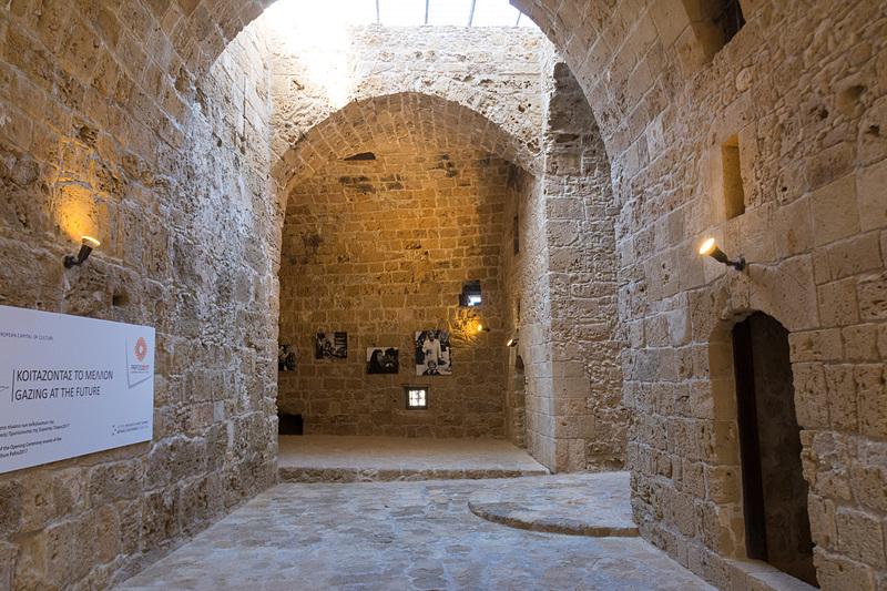 要塞跡の内部。華美な装飾はなく、軍事施設らしい無骨さ