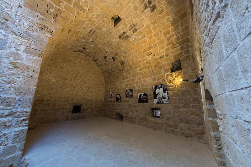 中央のホールのようなところを中心に、いくつかの部屋に分かれている