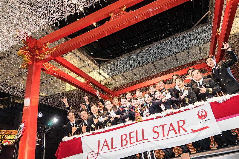 CAのハンドベル隊「ベルスター2017」とパイロット合唱隊「JAL空飛ぶ合唱団2017」