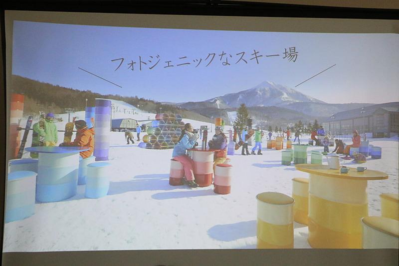 カラフルなテーブルとイス、オブジェなどを配置して、フォトジェニックなスキー場を目指す