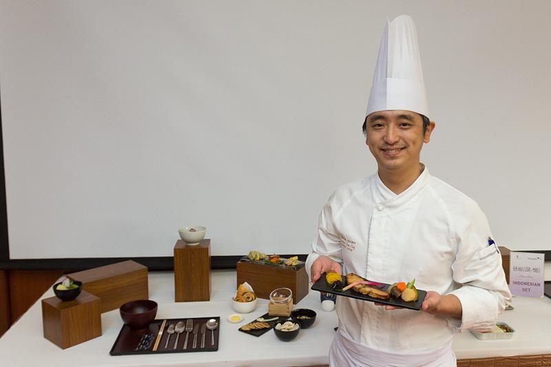 エアロフードの日本人シェフ、大澤秀一氏。もちろん日本食に携わっている