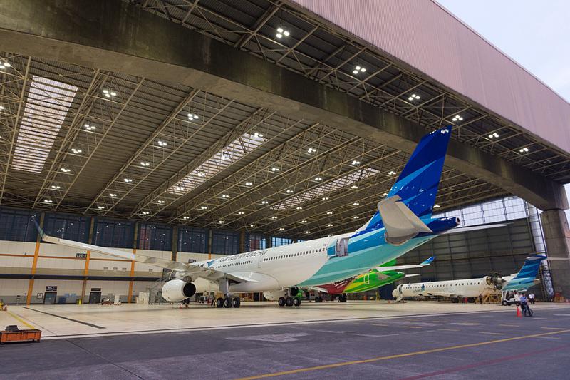 ハンガー2に格納されていたエアバス A330-300型機(手前)とボンバルディア CRJ1000 NextGen型機(奥)