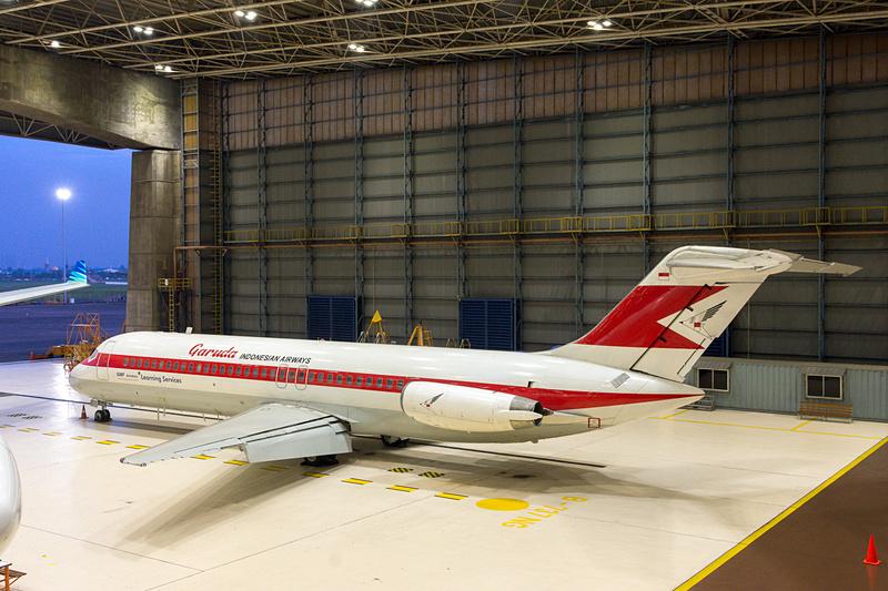 ガルーダ・インドネシア航空の旧塗装をまとった本機は、GMFエアロアジアで教育用に使われているDC-9型機