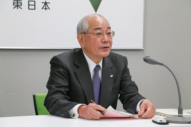 定例会見で説明する東日本高速道路株式会社 代表取締役社長の廣瀨博氏