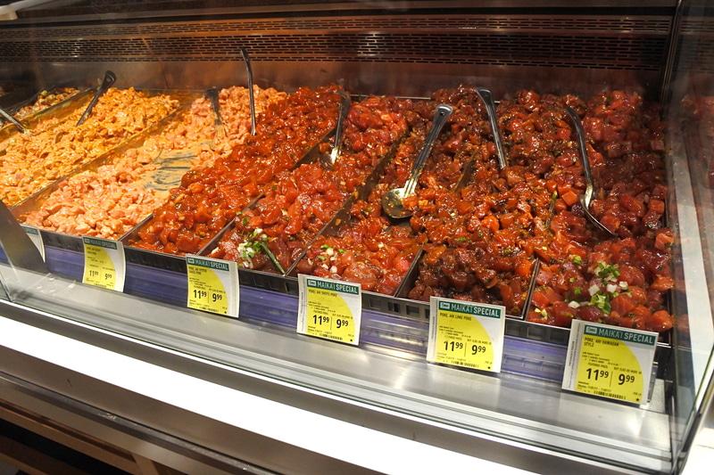 約20種類ほど並ぶポケのフレーバーから好みの味をチョイス。そのままでも、ご飯付きの丼にもできる