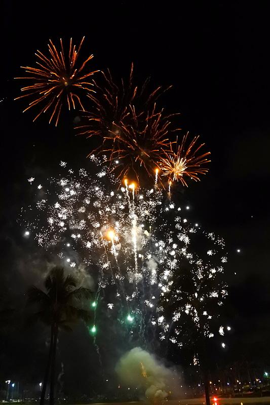 毎週金曜日には花火がビーチで打ち上がり、ディナーを楽しみながら観ることもできる
