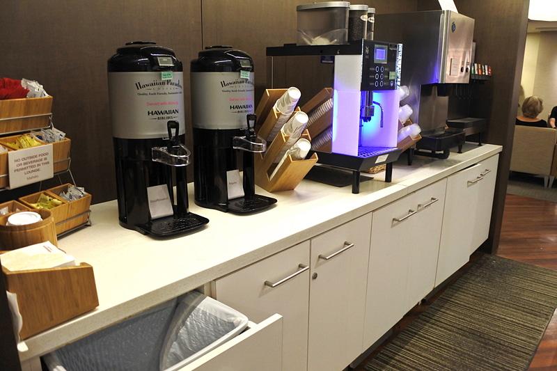 ホットコーヒーや紅茶、レモネードなどのドリンクも豊富