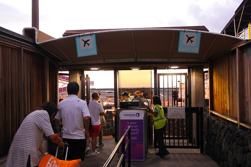 出発はターミナル2の8番搭乗口から