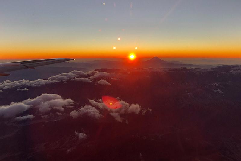 JALが羽田発着で実施した「2018 初日の出 初富士フライト」