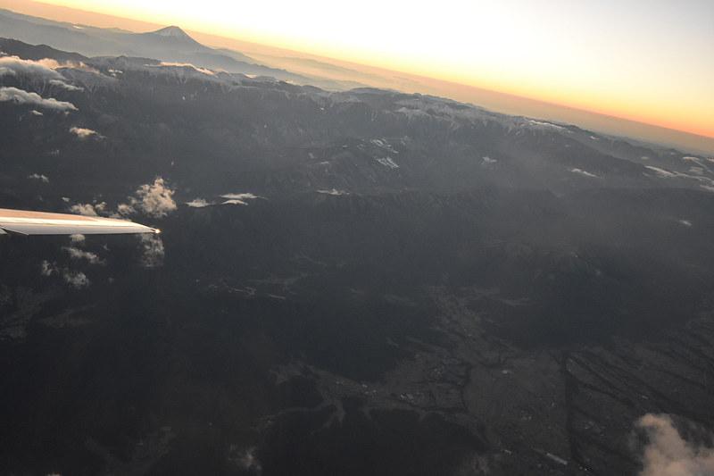 山あいの様子がよく見える。このとき高度は6100m付近