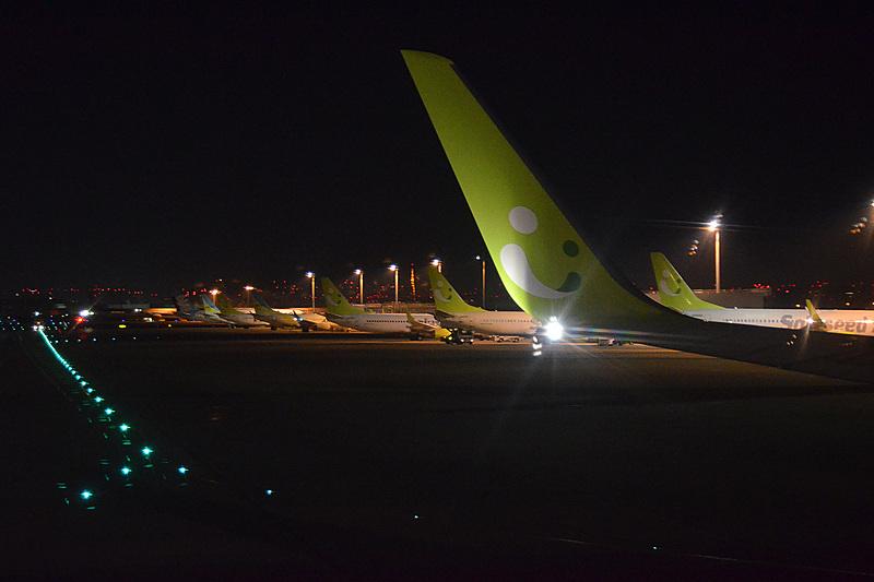 5時40分過ぎ、まだ暗い羽田空港を出発