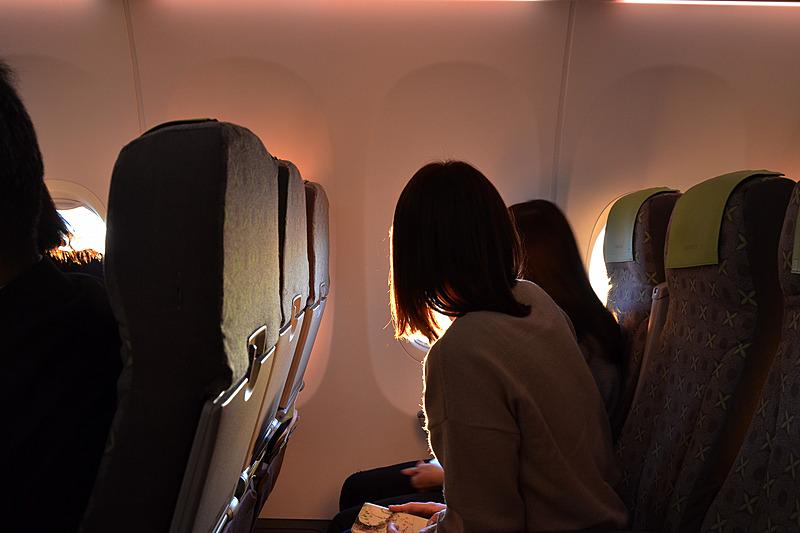乗客の皆さんも窓の外に釘付け
