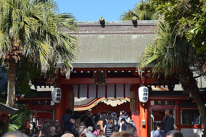 多くの初詣客が訪れる青島神社