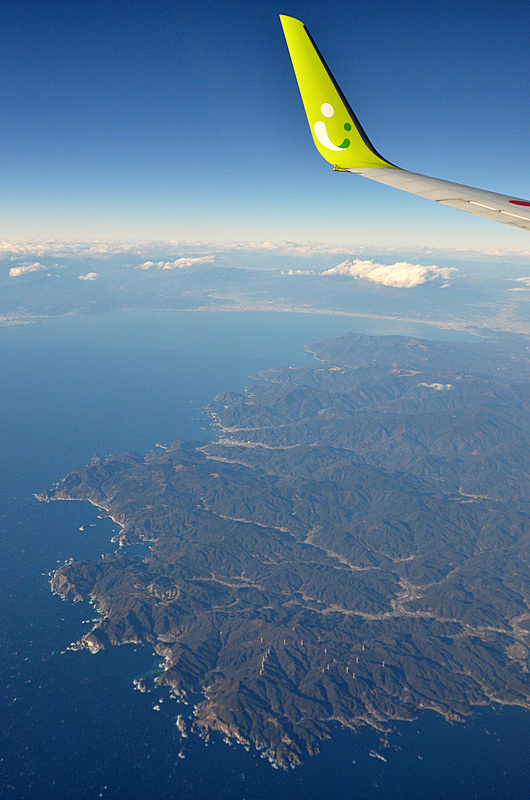 少し雲がかかっていましたが、復路の伊豆半島上空から再び富士山を。羽田空港到着は15時過ぎでした