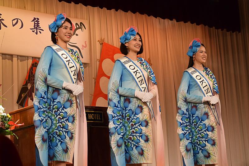 ミス沖縄2018。左からスカイブルー山城美希さん、コバルトブルー宮平かなさん、クリーングリーングレイシャス末吉古都子さん