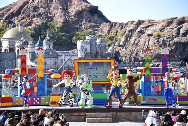ディズニー/ピクサー映画「トイ・ストーリー」シリーズで大活躍のウッディやバズ・ライトイヤーたちがハーバーに!