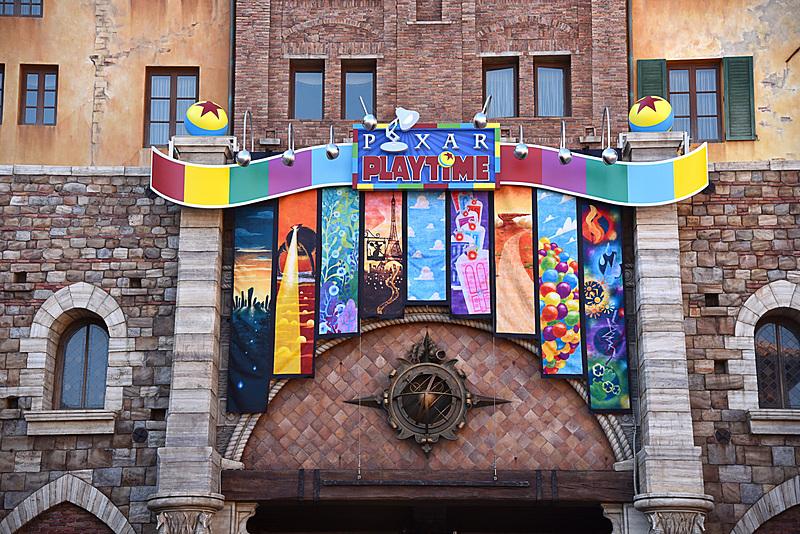 ミラコスタ通りの入口ではスペシャルイベントのロゴがお出迎え。ルクソーJr.やルクソーボールもちょこんと載っている
