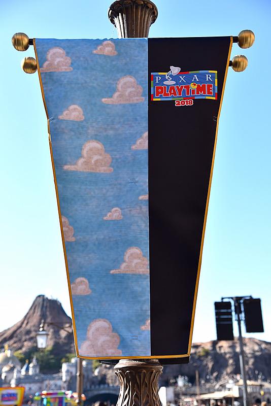 「トイ・ストーリー」シリーズのバナーはアンディの部屋の壁紙柄がモチーフ