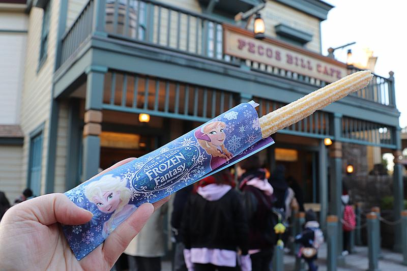 やさしい甘さの「ホワイトチュロス(ホワイトチョコレートシュガー)」(350円)は「パークサイドワゴン」や「ペコスビル・カフェ」で販売