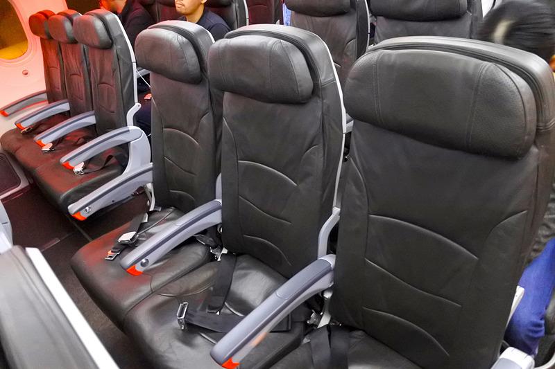 エコノミークラスの座席は3-3-3の配列