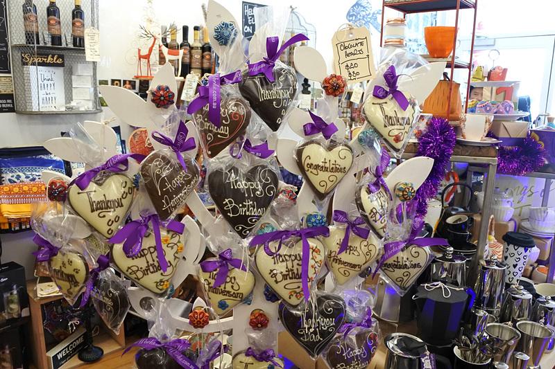 バースデイやお祝い用にもさまざまなチョコレートが揃っていた