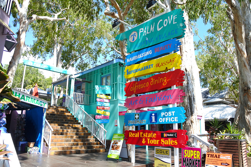 必要な日用品からファッションアイテムまで揃う「Palm Cove Shopping Village」