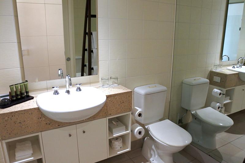 シャワー&トイレ部分もかなりの広さ