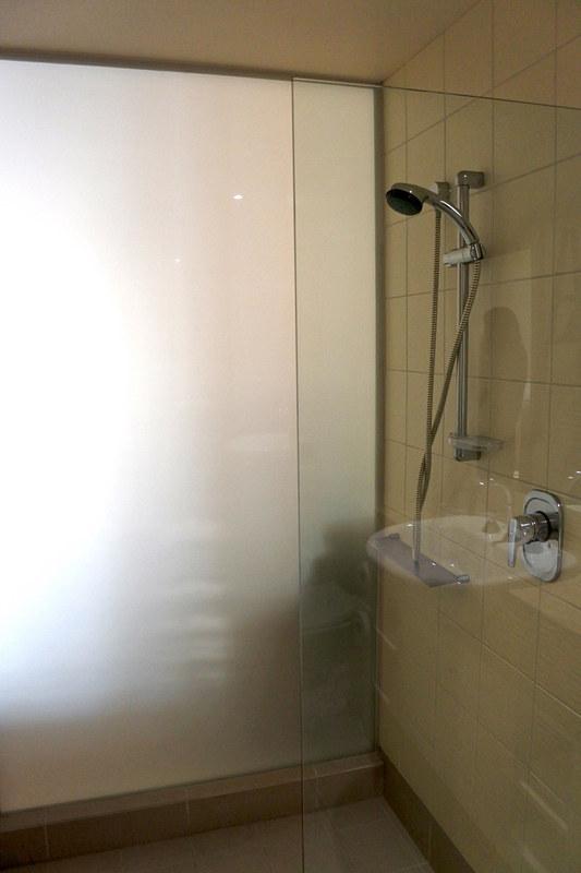 シャワーもすぐにお湯になり、水圧も強めで泳いだあとも手早くリフレッシュ