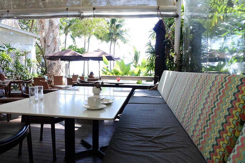オープンエアタイプでレストラン内に樹木が生えていたり、海風が感じられたり開放感抜群