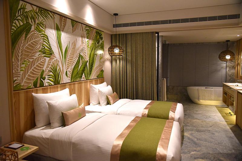 「森 スタンダードルーム」は熱帯エリアのリゾート感を全面に出した1室